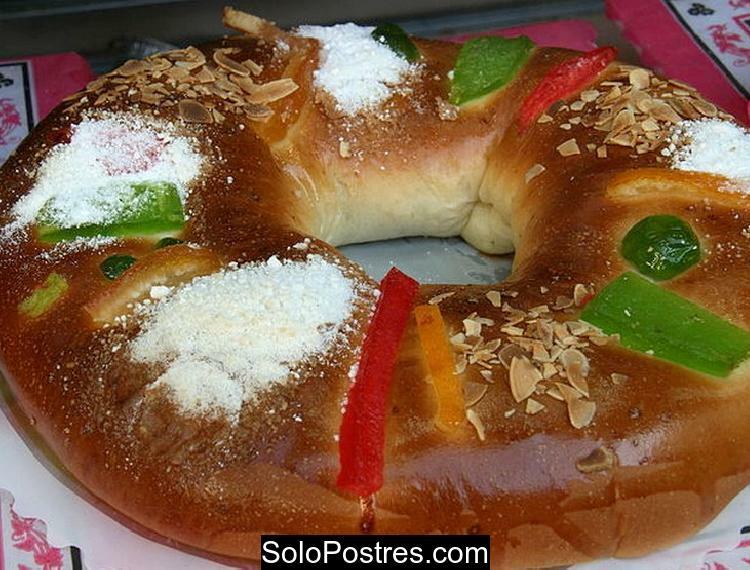 Rosca Navide�a rellena de crema pastelera y almendras