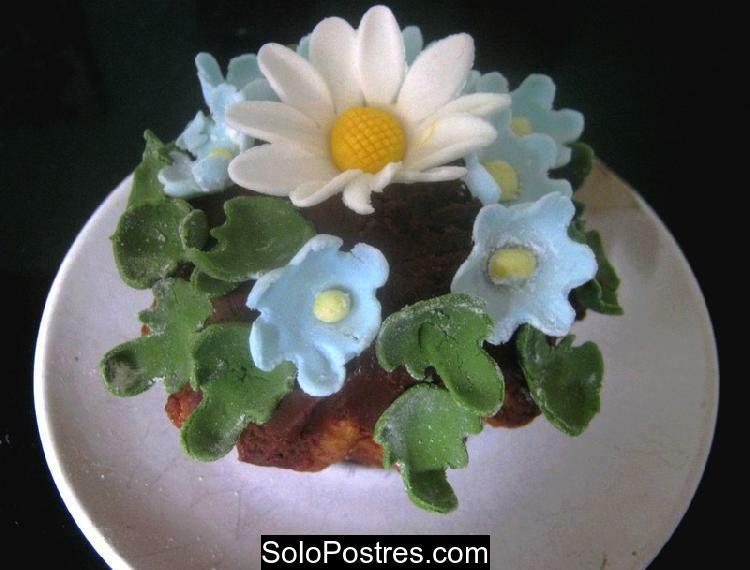 Cupcakes de manzana decorados con flores