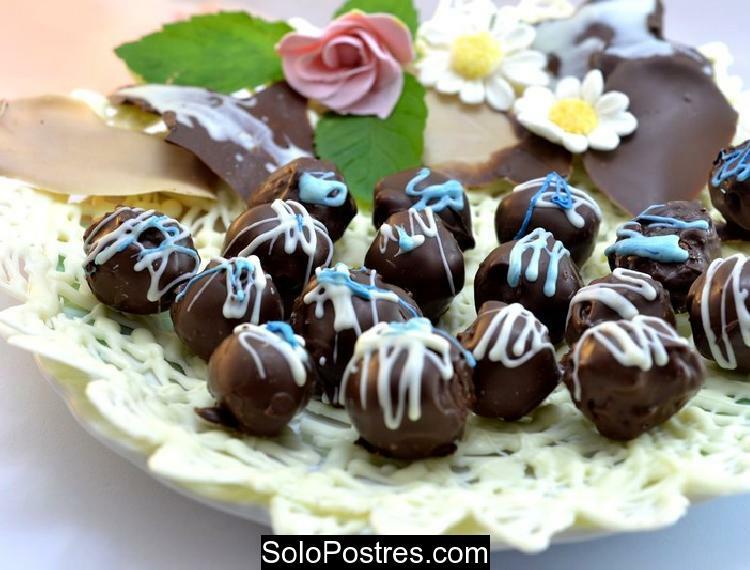 `Bombones de coco, copos de maíz y chocolate