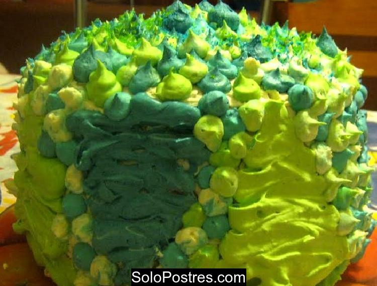 Torta de cumpleaños de chocolate y nueces