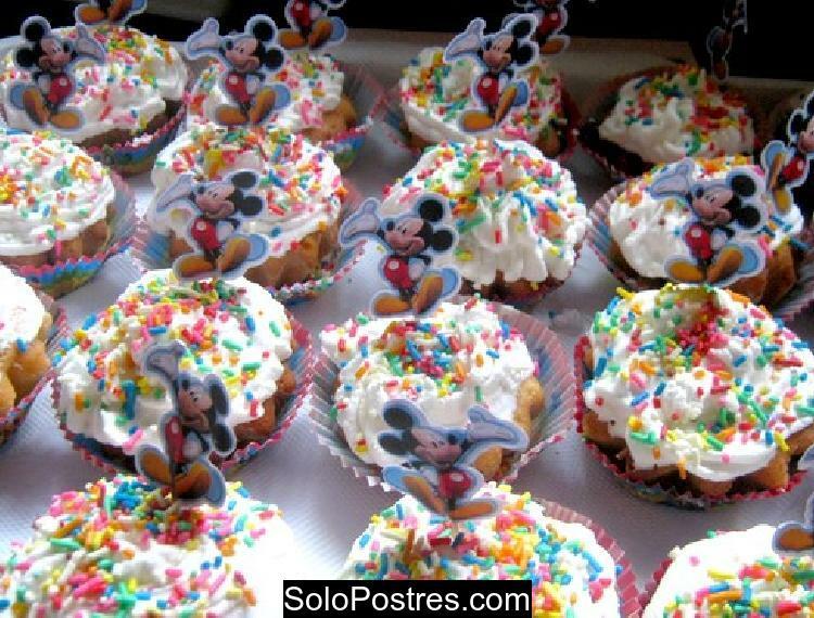Cupcake como torta de cumpleaños para 3 años