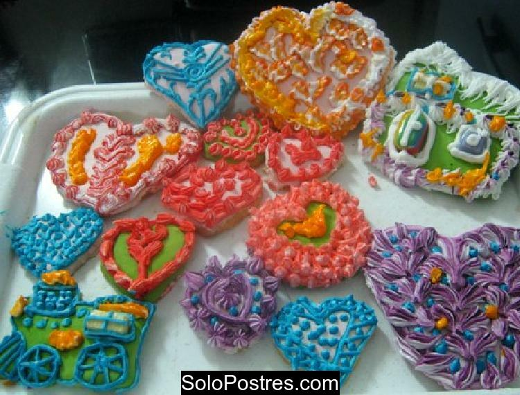 Galletitas decoradas con motivos infantiles