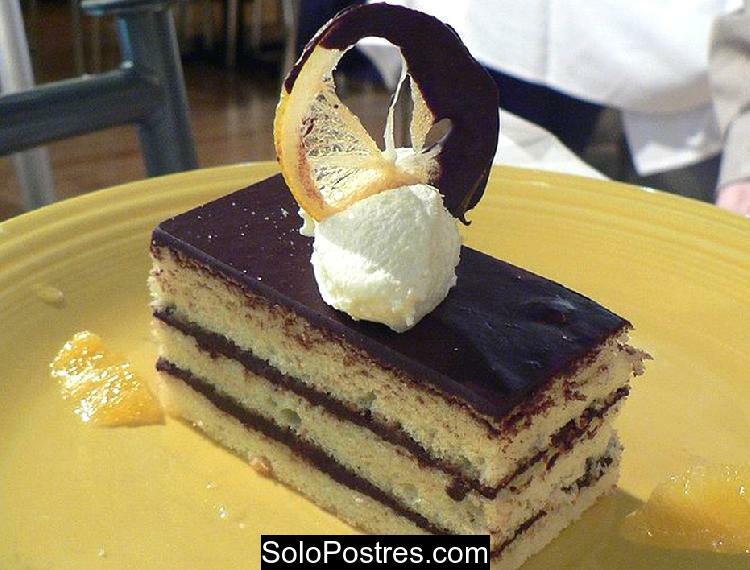 Torta de limón rellena con crema de chocolate
