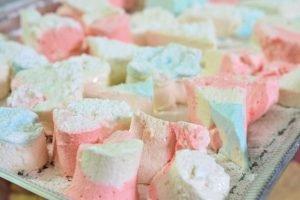 Malvaviscos o marshmallow una golosina muy conocida, explicados paso a paso