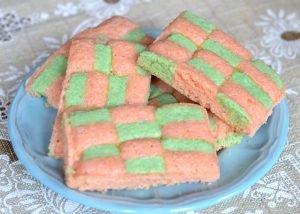 Paso a paso como se hacen las galletitas dameras de color pastel