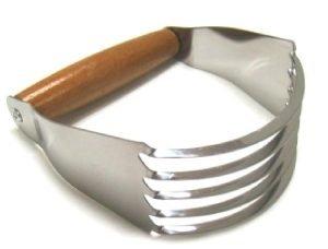 Foto de un estribo, utensilio empleado en repostería