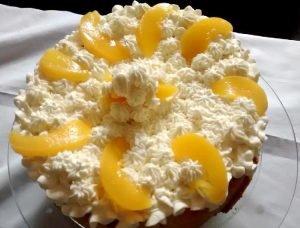 Pasta frola rellena con ricota y duraznos