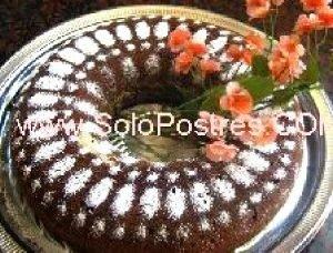 Torta de almendras y fruta abrillantada