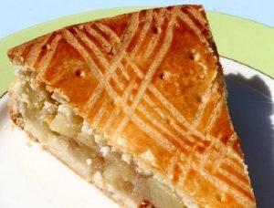 Torta con capas de manzanas