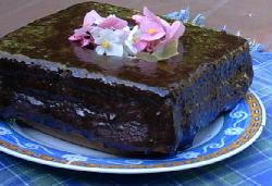 Pan dulzón y económico de vegetales y baño de chocolate