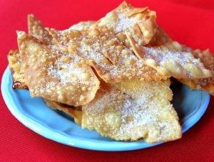 Crostoli o gróstoli, dulces típicos del norte de Italia