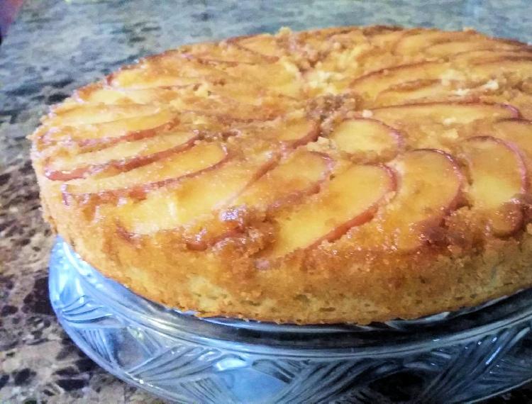 Torta invertida con manzanas acarameladas