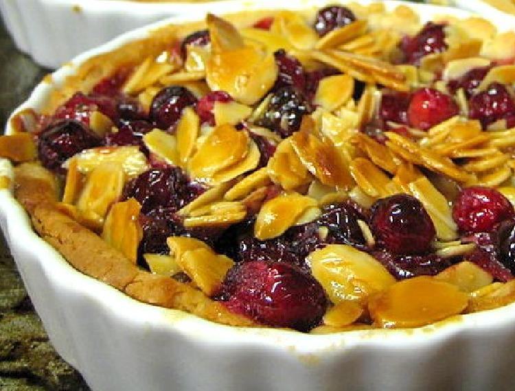 Tarta rellena de frutos secos