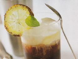 Delicioso y refrescante café a la menta