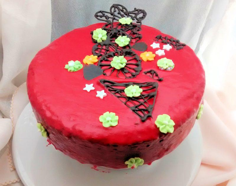Baño Para Torta Infantil:Torta con yogurt, chocolate y baño espejado en rojo