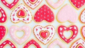 Galletas de corazón decoradas con Glasé Real